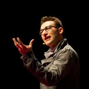 Simon Sinek gesturing